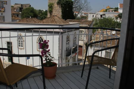 Large - 2 balconies Tavira centre - Bed & Breakfast