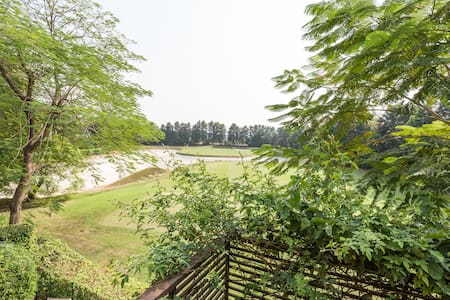 Tarudhan valley golf villa - Village Dadu , manesar