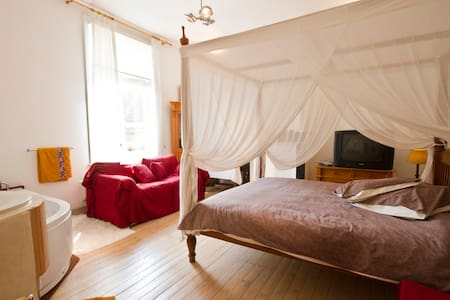 Jacuzzi Room@ULYSSES next to BRUGES - Bruges