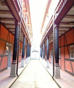 Gemütliche Klosterwohnung am Hafen - Pis