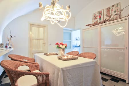 Typical cosy Flat 50 m from the sea - Finale Ligure