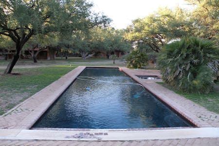 Beautiful Mesquite Bosque Getaway