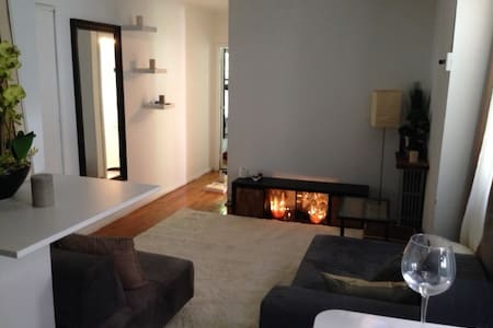 Beautiful 1 Bedroom in AMAZING location. Very Clean and uncluttered, great energy -  bit of Bali in NY. Candles, Rugs, cushions, crystals. Walk to restaurants, shops, bars, the river - right between Soho, West Village & Tribeca.