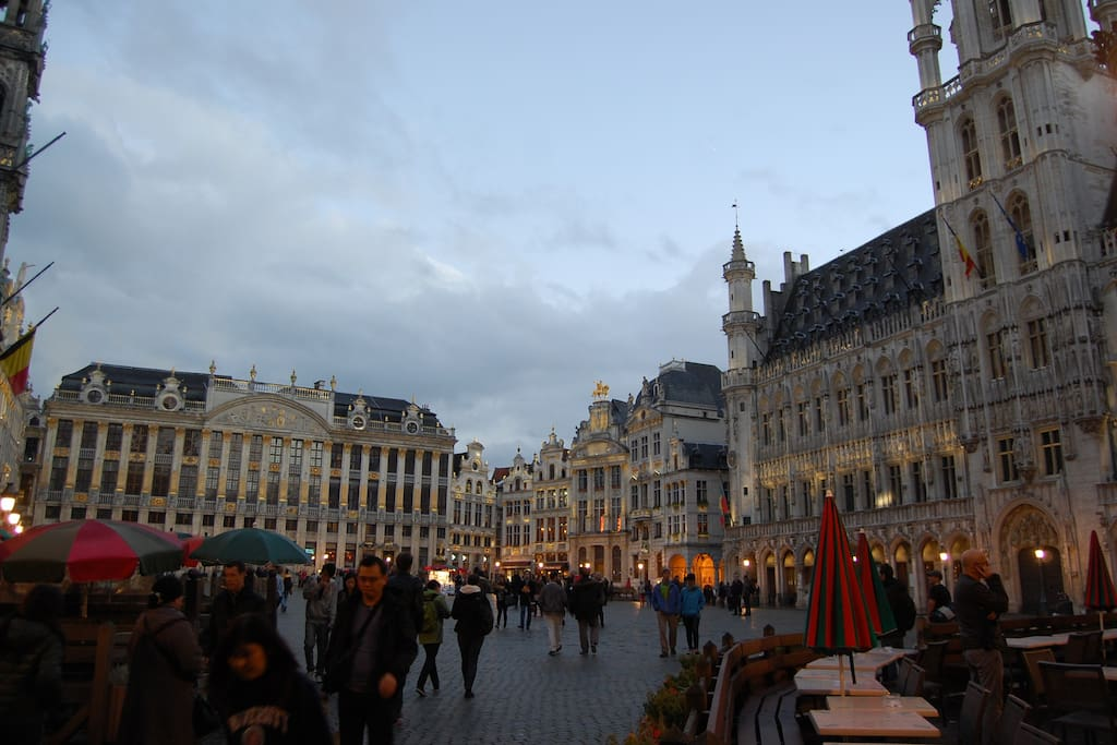 Grand'Place : a must to see and discover.  Steps away.