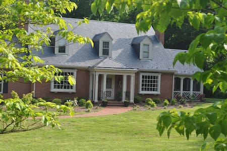 The Rebecca Rolfe House B & B - Halifax