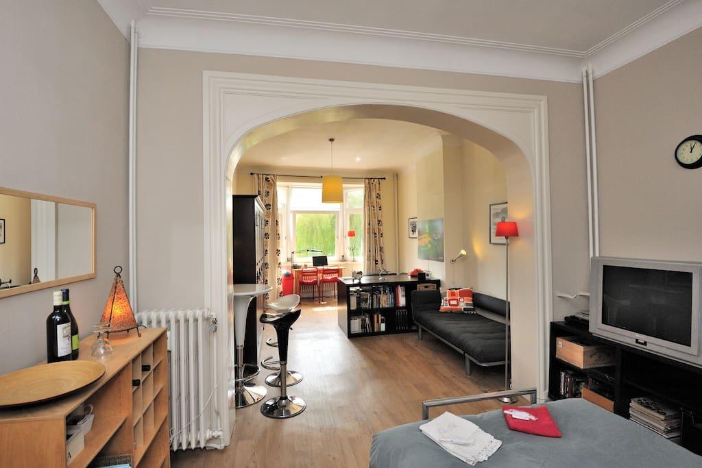 spacious & very quiet private room (38 m2)