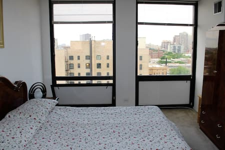 Spacious apartment with great view in Lakeview - Chicago - Apartment