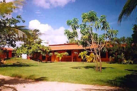 Zentrales Haus mit großem Garten - Hus
