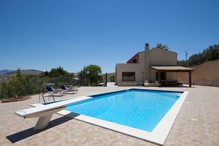 Meravigliosa villa con piscina tra mare e monti - Buseto Palizzolo - Leilighet