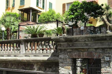 1. Studio&FreeParking in Central Station - La Spezia - Villa