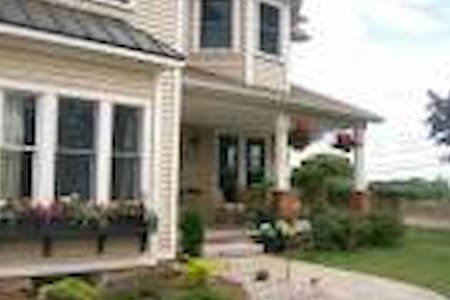 Dicksons B&B, Queen, sleeps 2 (+ 1) ensuite - Niagara-on-the-Lake