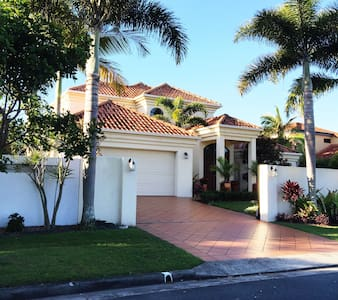 Beautiful water front home - Parrearra - House