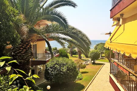 50 meters from the beach ! - Apartment