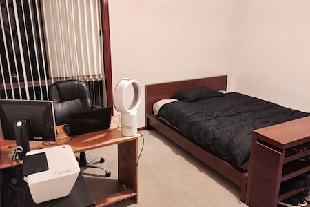 Comfort Spacious Room 大房 Close to Train, Bus, Uni - Clayton - Maison