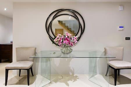 Fine Room contemporary home in Woodham. M25 J11/10 - Addlestone - Casa