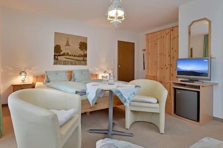 Dreibettzimmer Daum Ursula - Bed & Breakfast