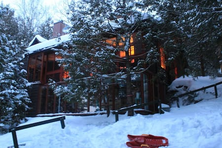 Room type: Entire home/apt Property type: Chalet Accommodates: 6 Bedrooms: 3 Bathrooms: 1.5
