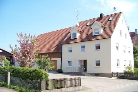 Familienferien in Langenhaslach Fewo Schwalbennest - Appartement