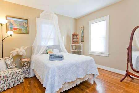Cozy private East Nashville bedroom - Madison - House