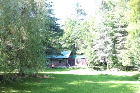 Beautiful Log Cabin in Wakefield !! - Wakefield - Cabin