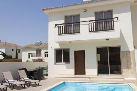 Villa Apollo - - Pernera