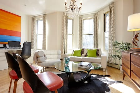 1 BR in King West Victorian Gem Perfect 4 TIFF! - Toronto - House