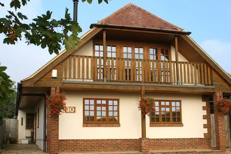 The Upside Down House!  - Whitstable - Bed & Breakfast