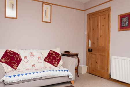 Charming room in character house - Hus