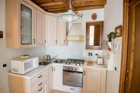 BorgoCuore: casa Campanile - Todi