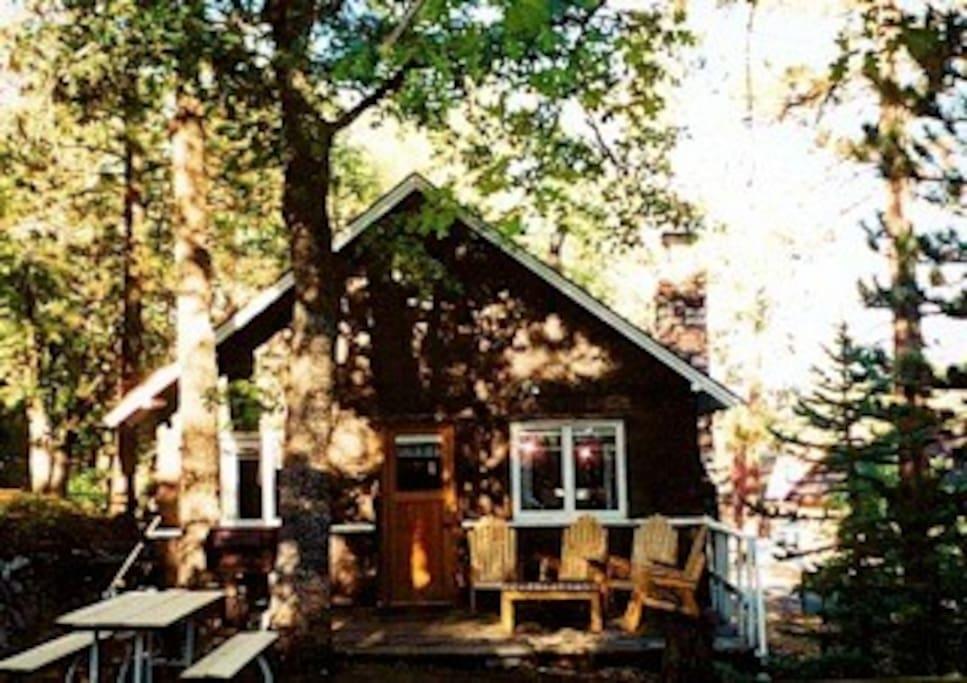Romantic vintage big bear cabin in big bear lake for Romantic big bear cabins