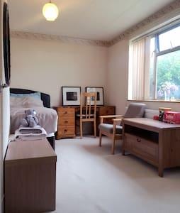 Big double room in Headington - Casa