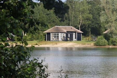 vrijstaande cottage aan het water - Cottage