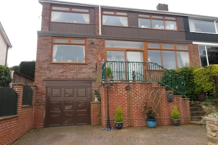 amazing views with own bathroom - Dronfield - Huis