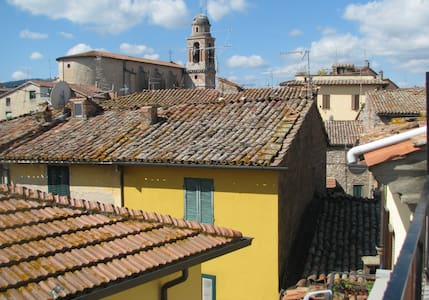 Little house on the Piazza (Umbria) - Marsciano - House