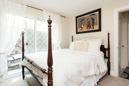 Upscale room 12 min from SJ Airport
