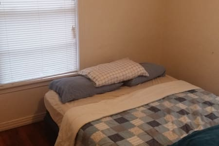 Central Location private room & big bed - Denton - Maison