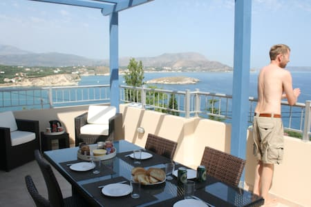 Large villa with private pool - Plaka