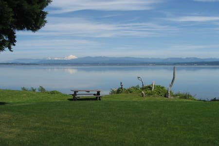Sunrise Serenity Waterfront Home - Camano Island - House