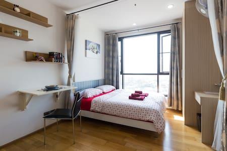 Comfy, clean, safe + 1 min to BTS - Leilighet
