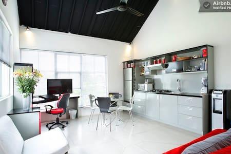 Stunning studio apartment in oberoi