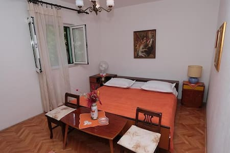 Room  in the center of Makarska - Makarska - Bed & Breakfast
