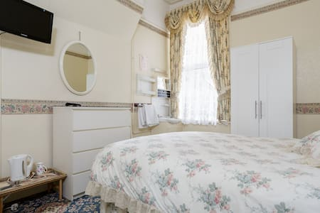 Period Victorian Dble +Free Parking, by Beach - Portsmouth - Huis