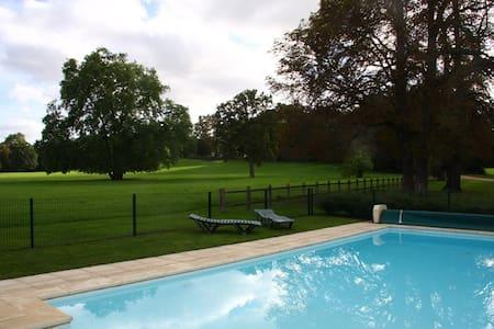 Cottage avec piscine - Haus