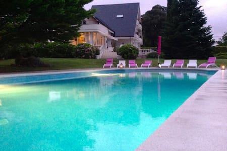 Spectacular Villa with garden, Spa. - Camargo