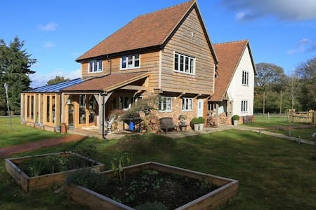 Farmhouse in the Surrey Hills - Maison