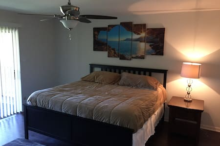 Upstairs Master Suite in Quiet Waco Neighborhood - Waco