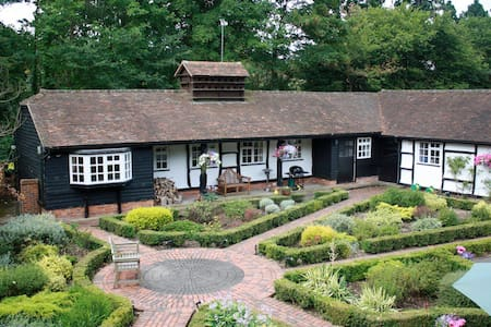 Country cottage nr Guildford/Woking - Guildford  - Casa