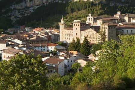 Piso en maravilloso pueblo burgales - Oña - Apartamento