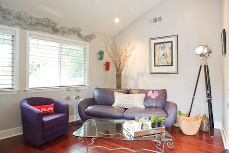 Charming Downtown Location - Apartment