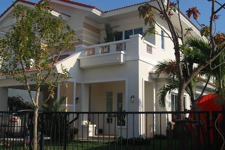 European Style House Full Furnished - Bang Khun Kong - Casa